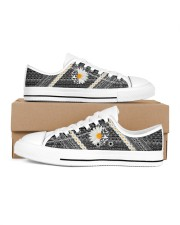 Mn Hummingbird Daisy Pattern Women's Low Top White Shoes inside-right-outside-right