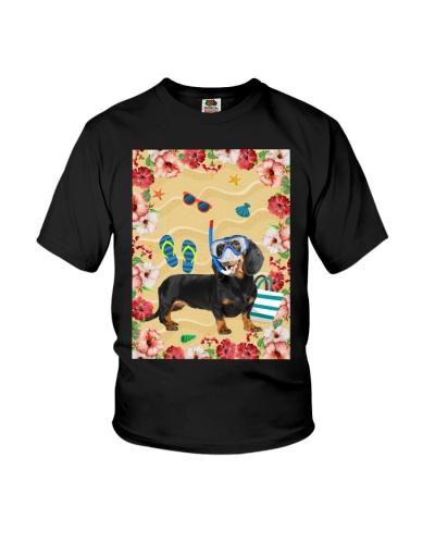 ll 5 dachshund with summer beach Blanket