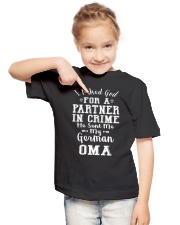 OMA FUNNY PARTNER IN CRIME Youth T-Shirt lifestyle-youth-tshirt-front-2