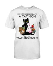 Never underestimate cat mom with a teaching degree Classic T-Shirt front