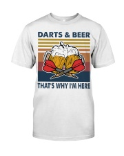 Darts and beer thats why im here Classic T-Shirt front