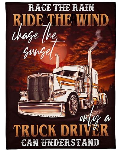 Trucker race the rain